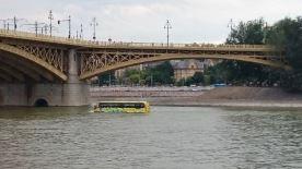 Schwimmender Bus